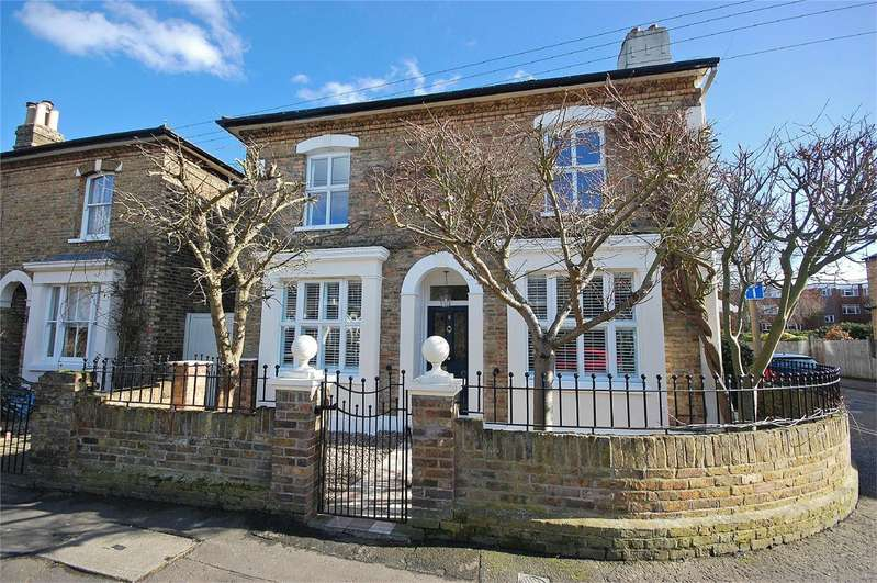 3 Bedrooms Detached House for sale in Edward Road, Hampton Hill