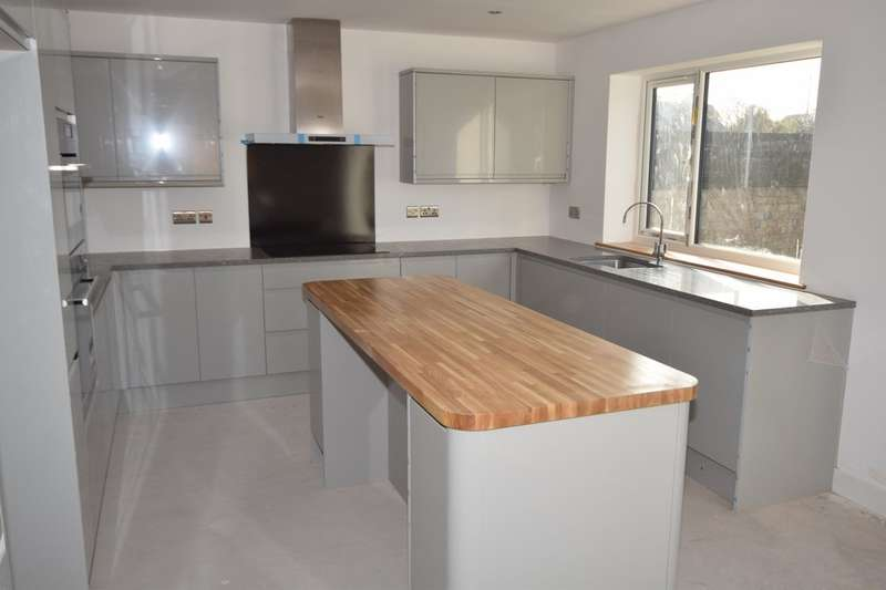 3 Bedrooms Detached House for sale in Duddon Road, Askam-in-Furness