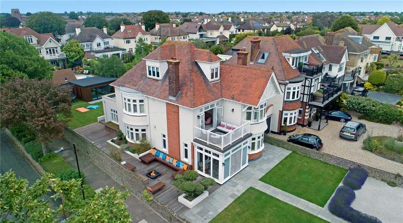 6 Bedrooms Detached House for sale in Thorpe Bay Gardens, Thorpe Bay, SS1