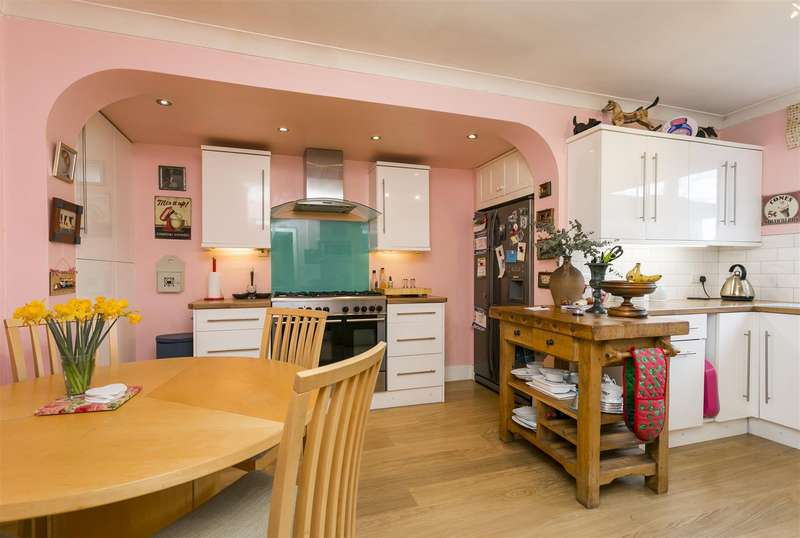 3 Bedrooms Detached House for sale in Birling