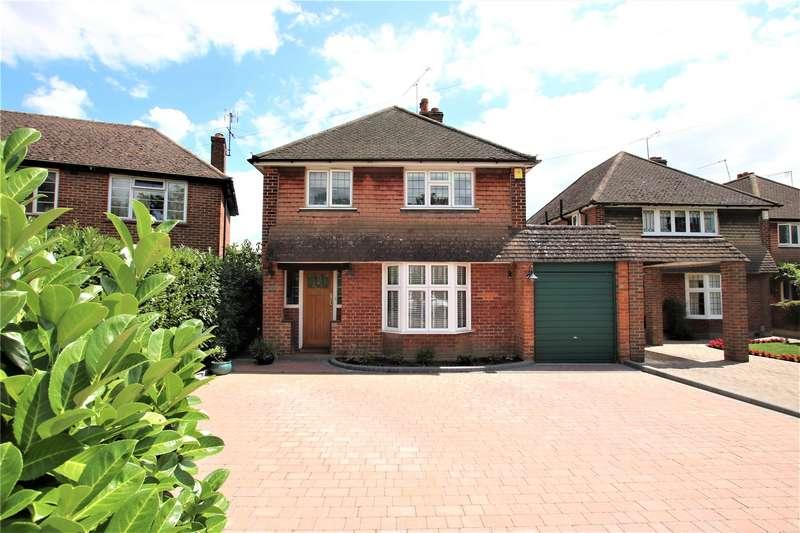 3 Bedrooms Detached House for sale in Queens Avenue, Byfleet, Surrey, KT14