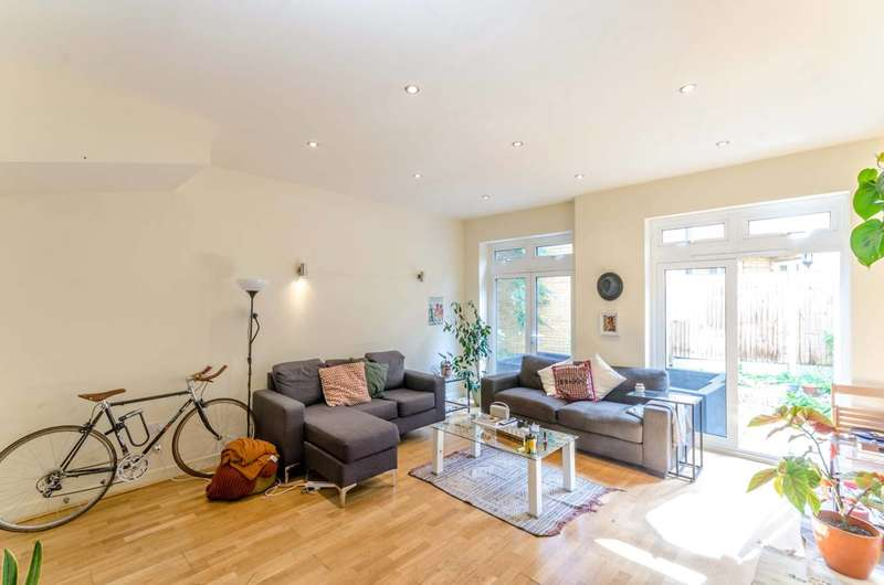 4 Bedrooms House for sale in Hertford Road, Islington, N1