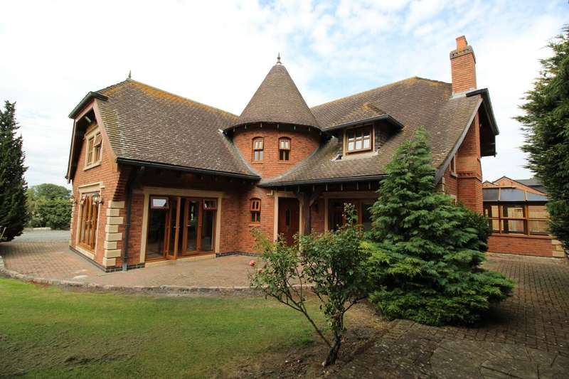 4 Bedrooms Detached House for sale in Withybrook Road, Bulkington, Bedworth, CV12