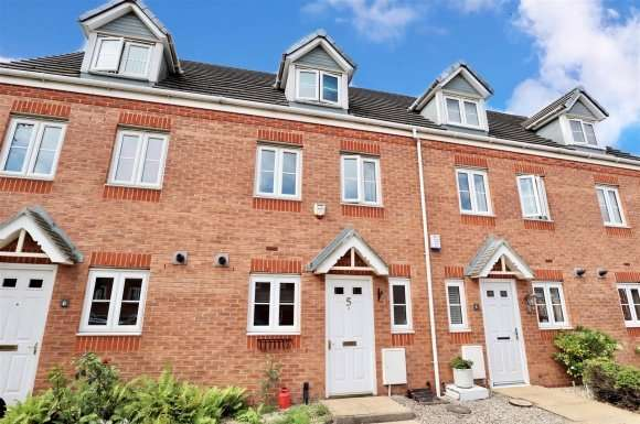 3 Bedrooms Property for sale in Richard Wattis Drive, Wednesbury