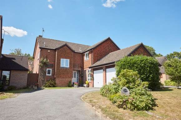 5 Bedrooms Property for sale in Middle Mead, Hook