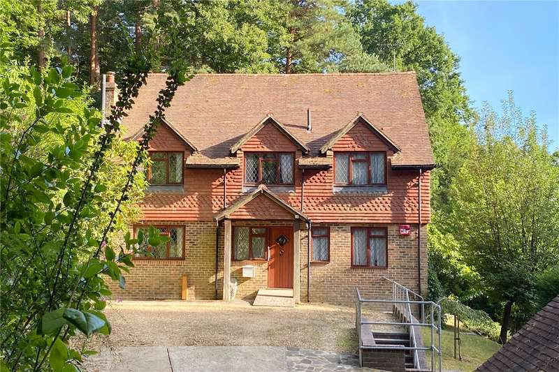 4 Bedrooms Detached House for sale in Fyning Lane, Rogate, Petersfield, GU31