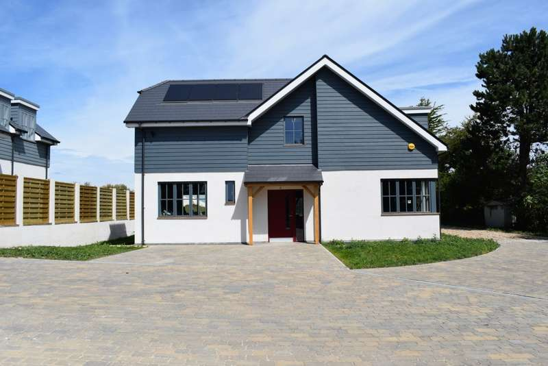 4 Bedrooms Detached House for sale in Downs Road, East Studdal, CT15