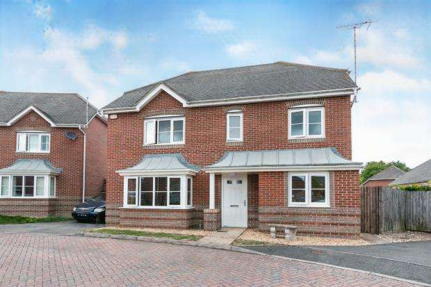4 Bedrooms Detached House for sale in Highfields, Basingstoke, Hampshire