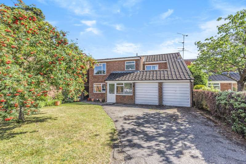 4 Bedrooms Detached House for sale in Highfield Close, West Byfleet, KT14
