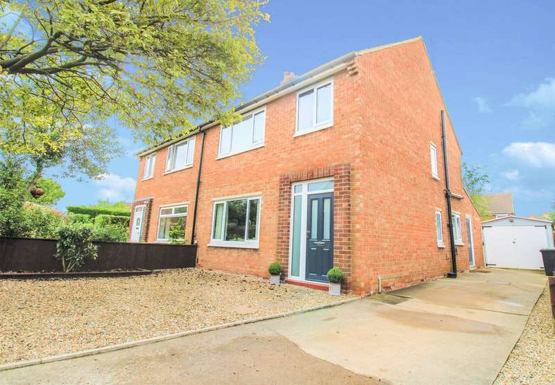 3 Bedrooms Semi Detached House for sale in Roseberry Avenue, Stokesley, North Yorkshire, TS9
