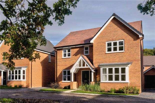 5 Bedrooms Detached House for sale in Sandhurst Gardens, High Street, Sandhurst