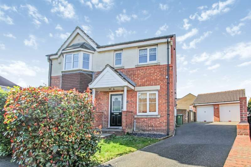 4 Bedrooms Detached House for sale in Stonecrop Drive, Castleford, West Yorkshire, WF10
