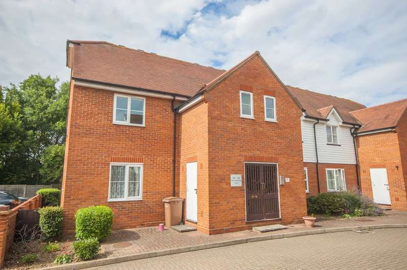 2 Bedrooms Apartment Flat for sale in Shearers Way, Boreham, Chelmsford, CM3