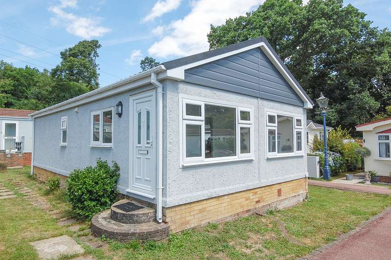 2 Bedrooms Mobile Home for sale in Bluebell Woods, Broad Oak