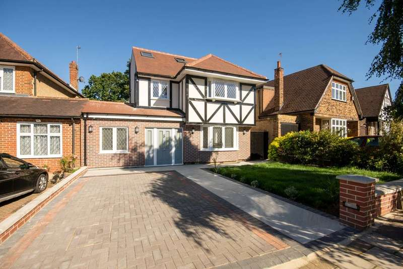 5 Bedrooms Detached House for sale in Cuckoo Hill Drive, Pinner