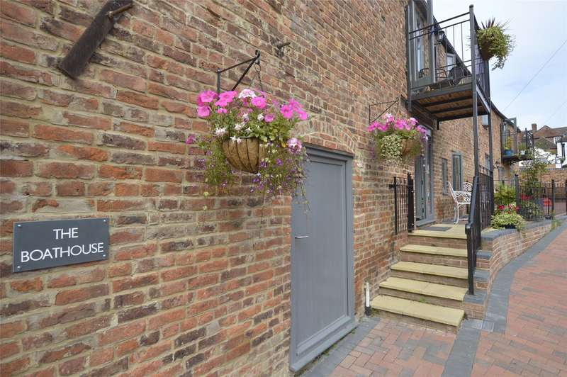 2 Bedrooms Maisonette Flat for sale in The Boat House, Back of Avon, Tewkesbury, Gloucestershire, GL20