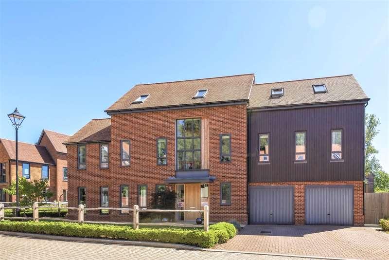 5 Bedrooms Detached House for sale in Rowan Drive, Godalming, GU7