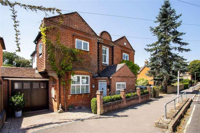 4 Bedrooms Detached House for sale in Victoria Road, Fleet, GU51