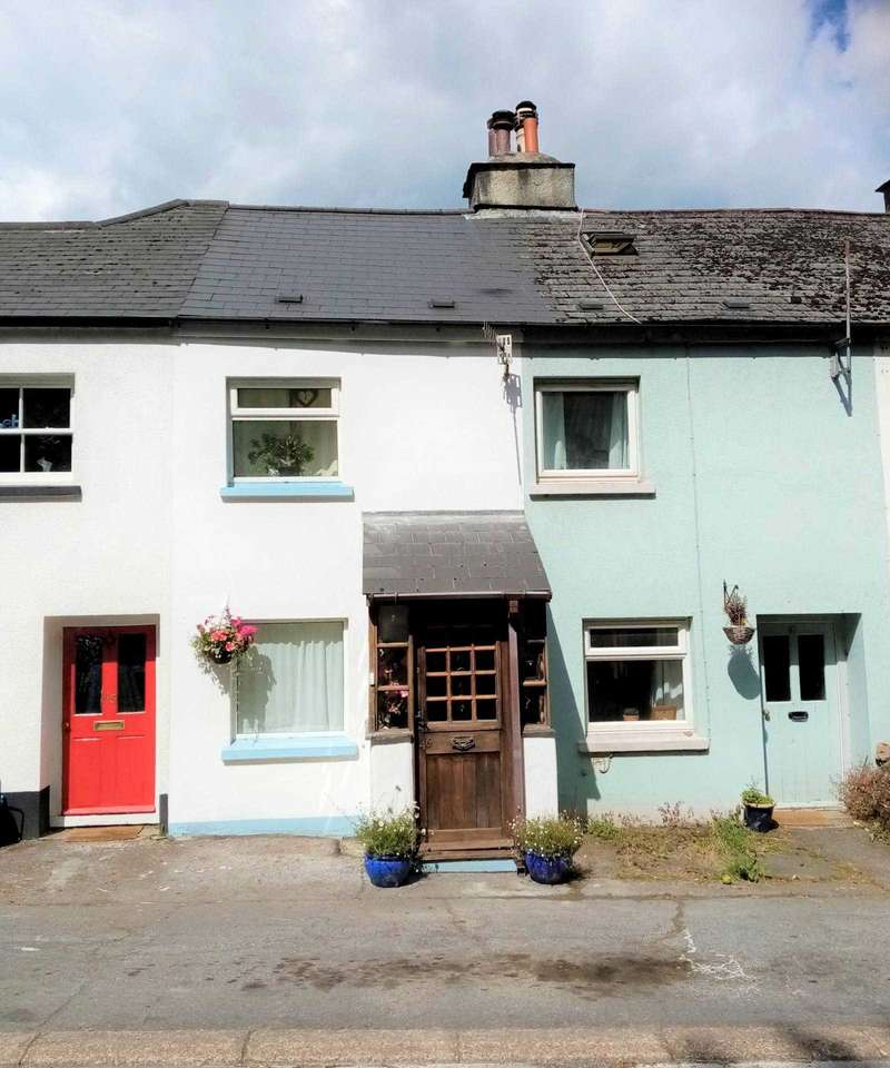 2 Bedrooms Terraced House for sale in Plymouth Road, Buckfastleigh