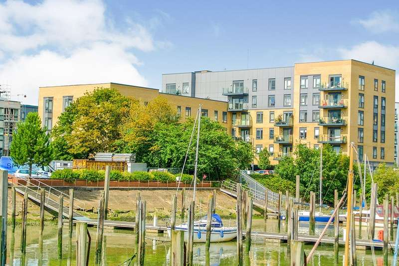 2 Bedrooms Apartment Flat for sale in The Boardwalk, Pearl Lane, Gillingham, Kent, ME7