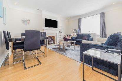 2 Bedrooms Maisonette Flat for sale in Woodford Green