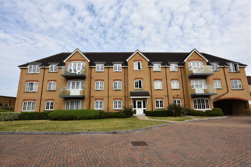 2 Bedrooms Flat for rent in St. Albans Road, Watford
