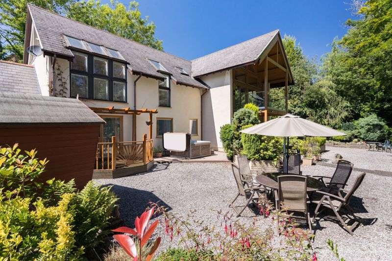 5 Bedrooms Property for sale in Rowan House, Pen-Y-Fai, Bridgend