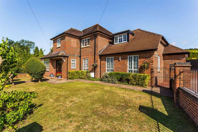 4 Bedrooms Link Detached House for sale in Gordons Way, Oxted, Surrey, RH8