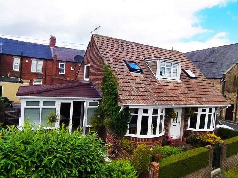 3 Bedrooms Detached House for sale in South View, Crawcrook, NE40
