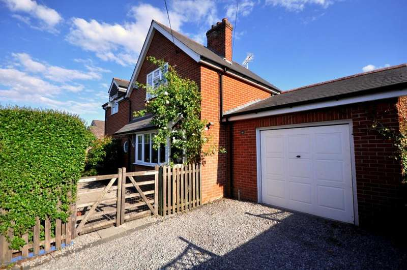 3 Bedrooms Detached House for sale in Ringwood, BH24 1UX