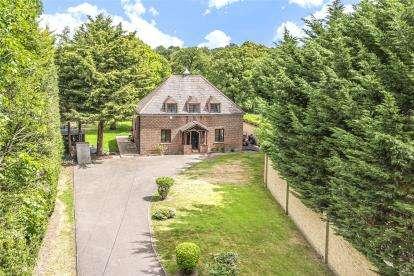 5 Bedrooms Detached House for sale in Farningham Hill Road, Farningham, Dartford, Kent
