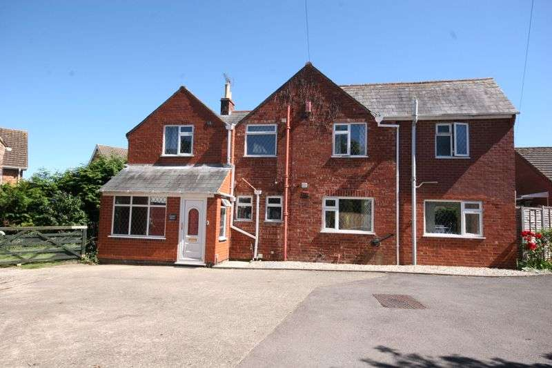 4 Bedrooms Property for sale in Dinglewell, Hucclecote, Gloucester