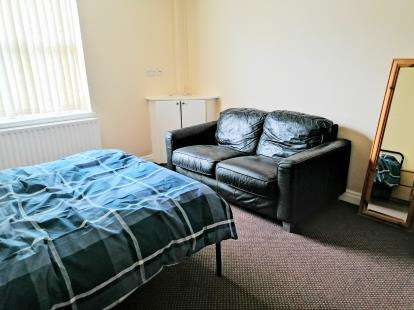 4 Bedrooms Terraced House for sale in Ashton Road, Oldham, Greater Manchester, .