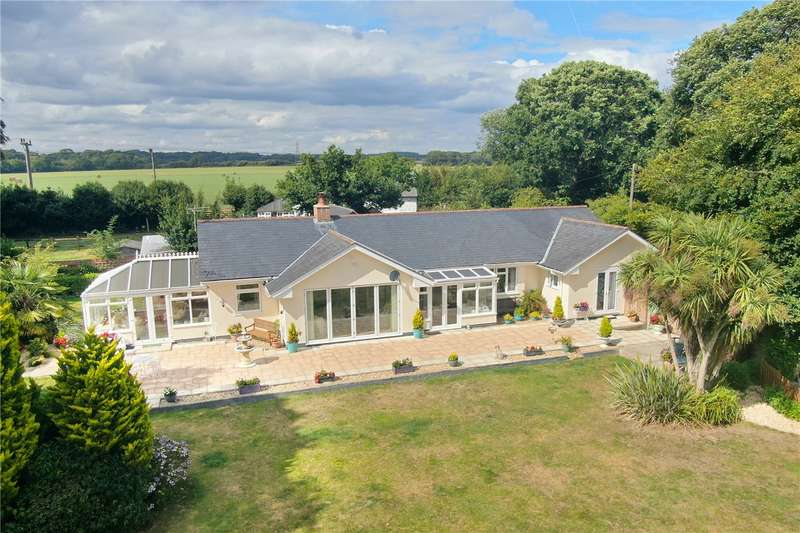 3 Bedrooms Detached Bungalow for sale in Holly Lane, Walkford, Dorset, BH23