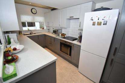 2 Bedrooms Terraced House for sale in Stanley Road, Knutsford, Cheshire