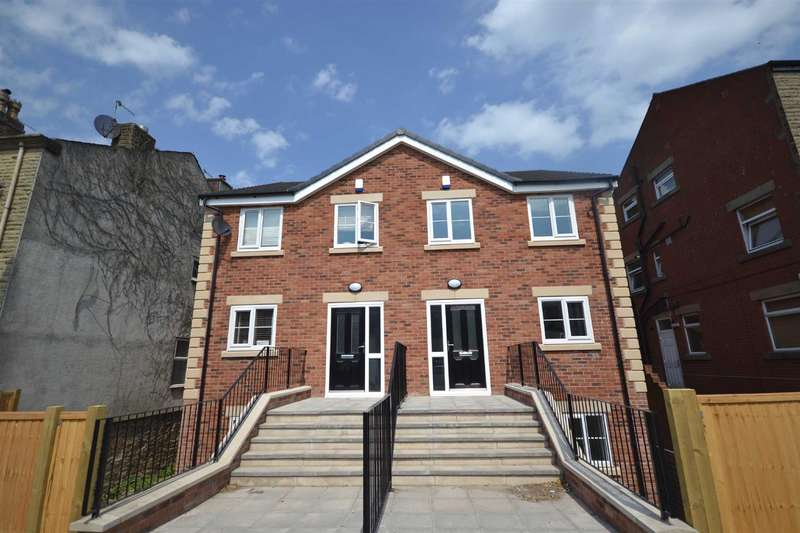 4 Bedrooms Semi Detached House for sale in Bury Road, Tottington