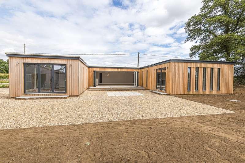 4 Bedrooms Detached Bungalow for sale in Horsham Road, Cranleigh, GU6