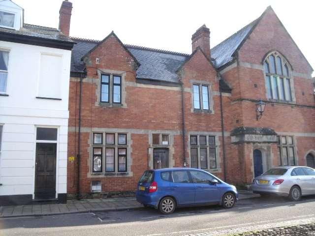 3 Bedrooms House for rent in Castle Street, Tiverton, Devon, EX16