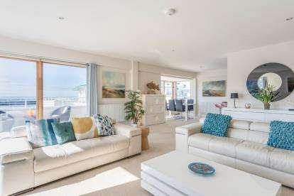 3 Bedrooms Flat for sale in Llanddwyn, Newry Beach, Holyhead, Sir Ynys Mon, LL65