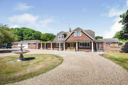 5 Bedrooms Bungalow for sale in Benfleet, Essex, England