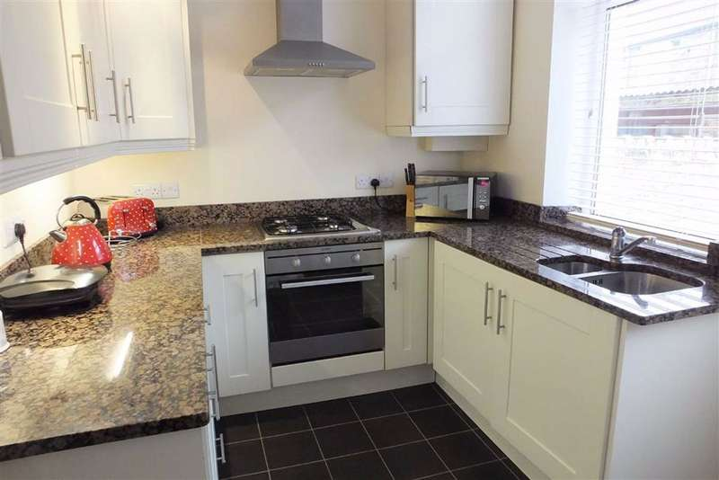 2 Bedrooms Terraced House for sale in Lower East Avenue, Barnoldswick, Lancashire, BB18