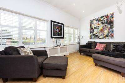 2 Bedrooms Apartment Flat for sale in Station Approach, Theydon Bois, Epping, Essex