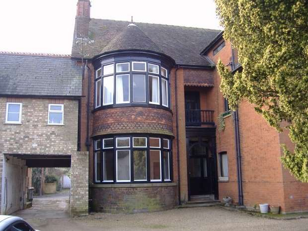 1 Bedroom Flat for rent in Church Road, LEIGHTON BUZZARD, Bedfordshire