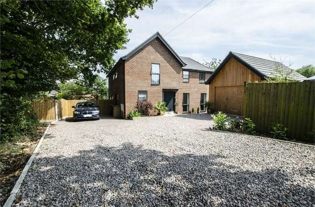 4 Bedrooms Detached House for sale in Sandy Lane, Fair Oak, EASTLEIGH, Hampshire