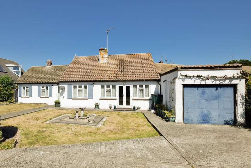 4 Bedrooms Detached Bungalow for sale in Millstrood Road, Whitstable