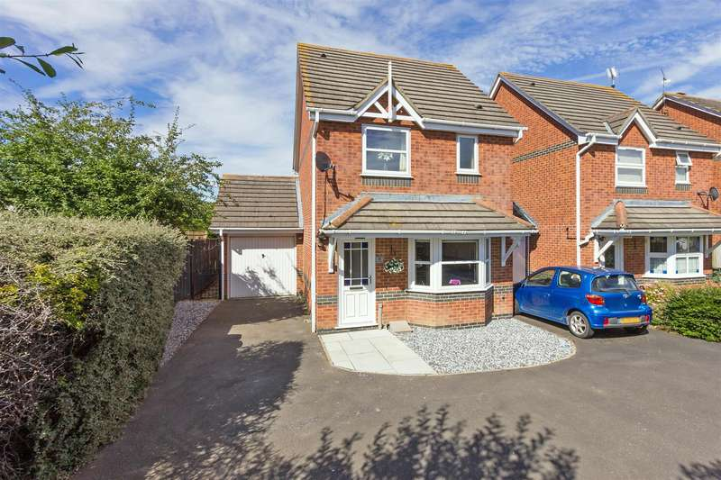 3 Bedrooms Detached House for sale in Quickstep Close, Milton Regis, Sittingbourne