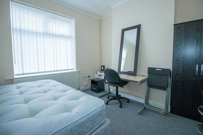 4 Bedrooms Terraced House for rent in Peacock Avenue, Salford