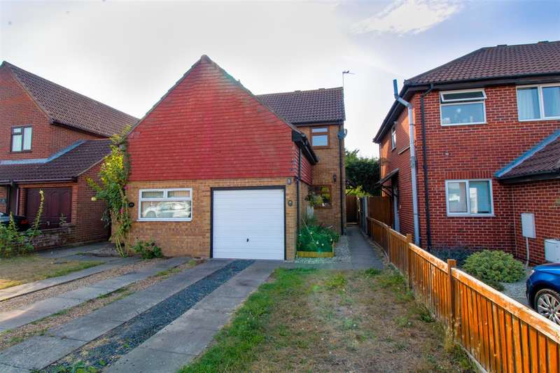2 Bedrooms Semi Detached House for sale in Adelaide Drive, Colchester CO2