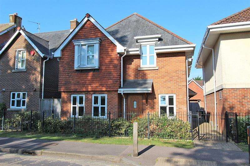 2 Bedrooms Maisonette Flat for sale in Silver Ferns, Brookley Road, Brockenhurst, Hampshire, SO42