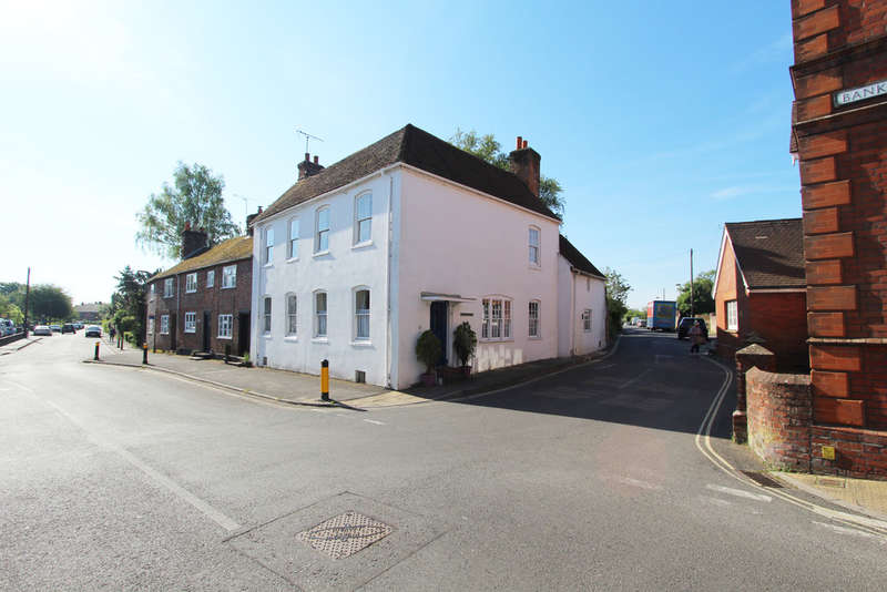 Semi Detached House for sale in Bank Street, Bishops Waltham